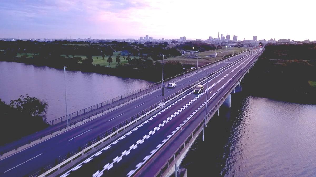 スピードと品質、チームワークで地域交通の安全・安心を支える
