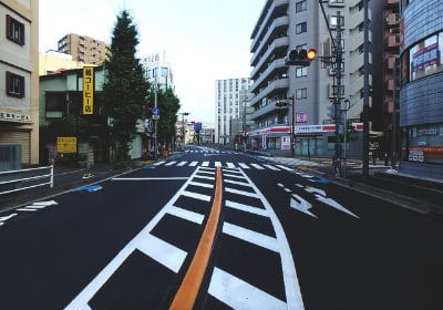 線や記号を描き、人や車を事故から守る